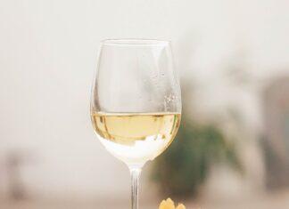 8 suggestions de vins blancs et rosés à découvrir