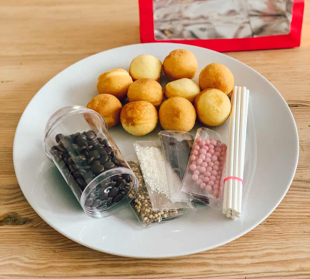Les ingrédients et décorations des ensembles cake Pop