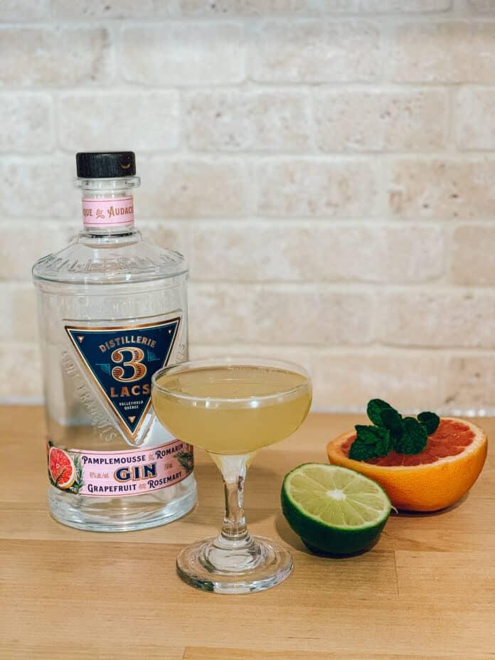 Cocktail au gin Pamplemousse Romarin de la Distillerie 3 Lacs