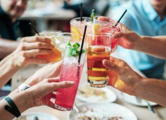 Prêt-à-boire, cocktails et sangria disponibles à l'épicerie pour célébrer l'été
