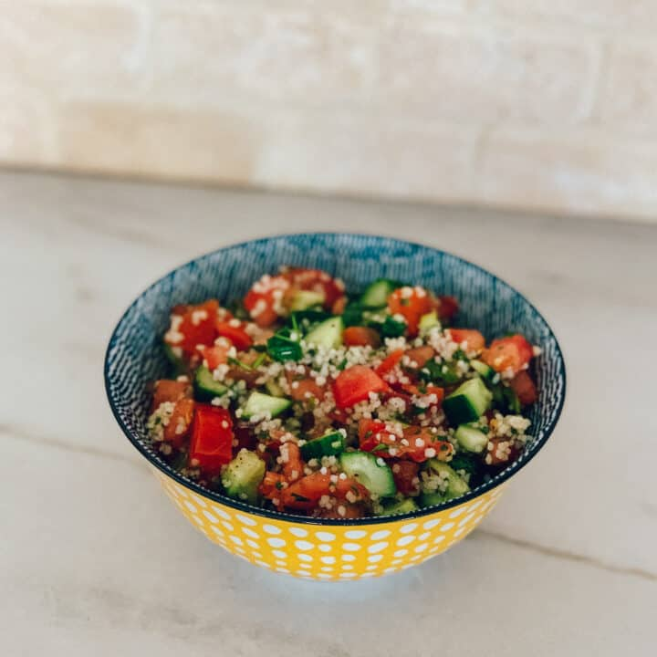 Salade de tomates, concombres et couscous façon taboulé