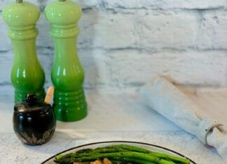 Côtelettes de porc grillées à la moutarde de Dijon et aux herbes de Provences