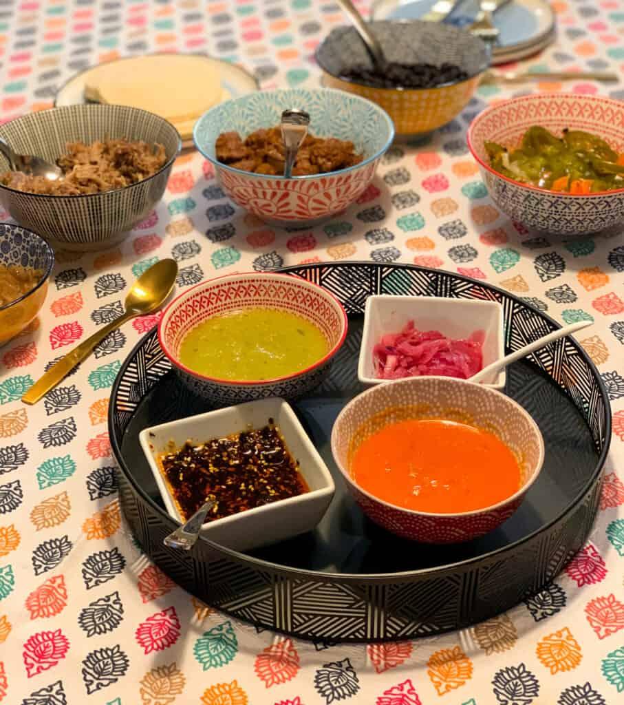 Les salsas et oignons marinés de Lili & Gordo