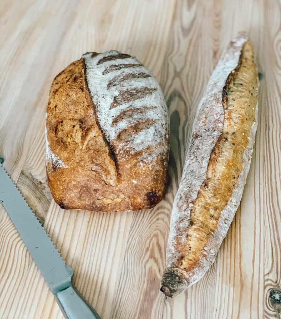 Pain à l'épeautre et pain aux grains de Première Moisson