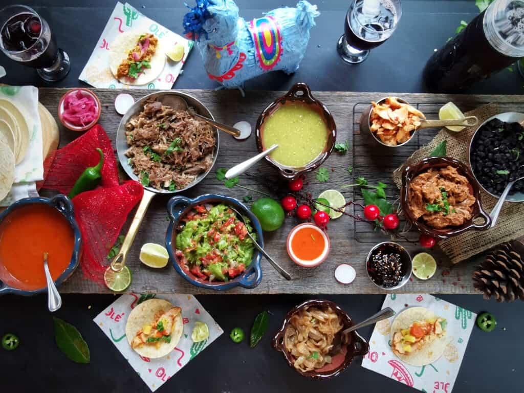 Tablée festive de tacos