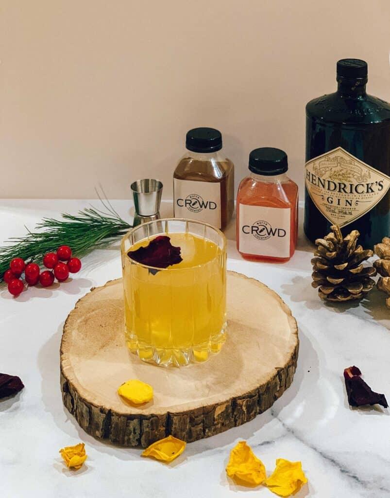 cocktail au gin de la boîte de cocktails de Crowd and Flair