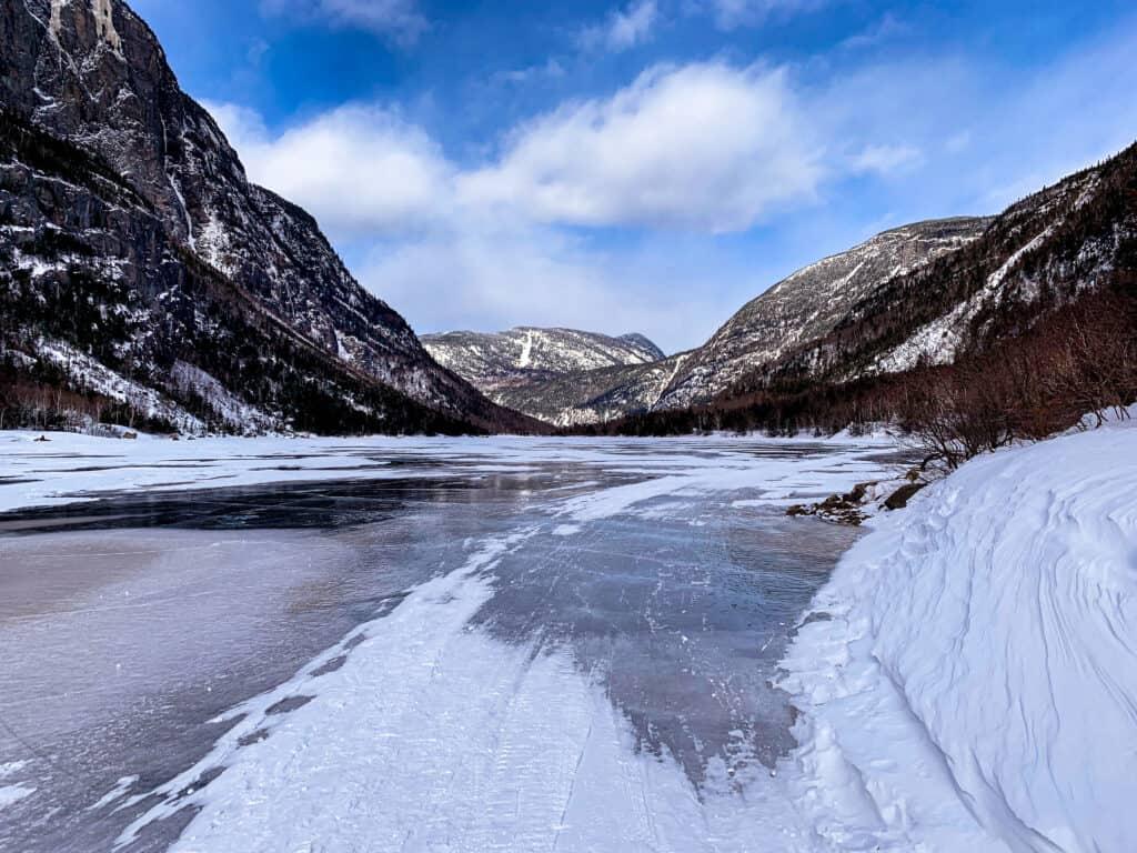 La rivière Malbaie gelée au Parc national des Hautes-Gorges-de-la-Rivière Malbaie