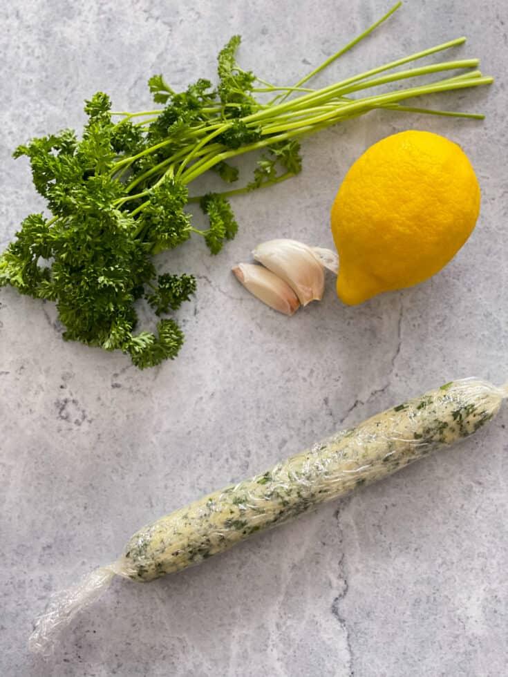 Beurre aux fines herbes avec citron et ail