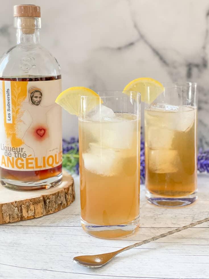 Cocktail Thé glacé d'Angélique et bouteille de liqueur de thé Angélique de Les Subversifs