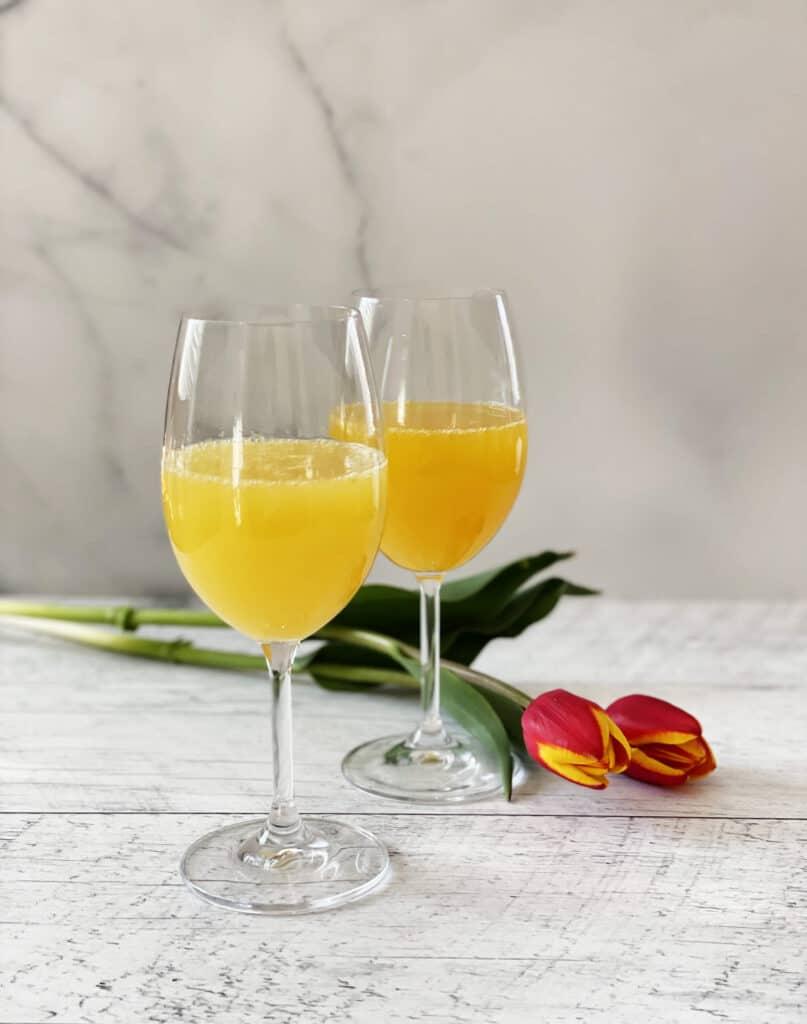 Deux verres de mimosas