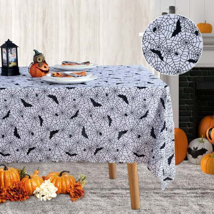 Nappe de table à motifs de toiles d'araignées et chauve-souris
